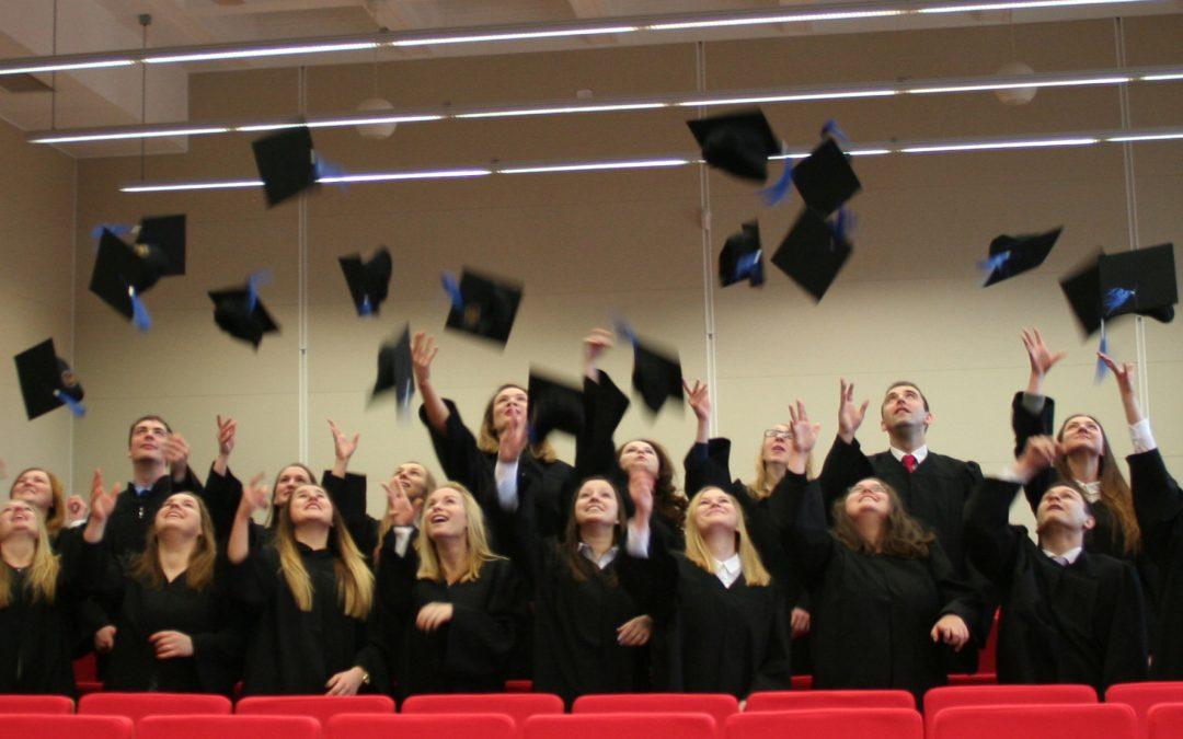 UROCZYSTOŚĆ WRĘCZENIA DYPLOMÓW absolwentom roku akademickiego 2015/2016 – 17 grudnia 2016 r. o godz. 12.30